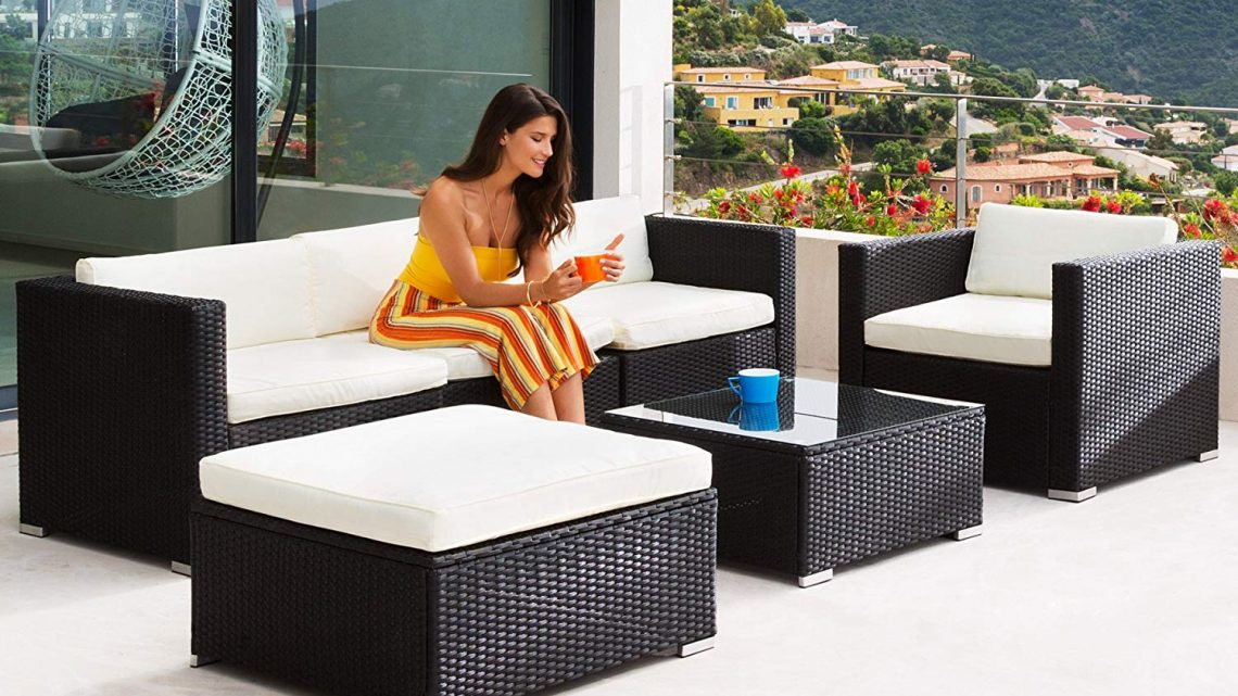 Nettoyer une table de jardin en plastique blanc
